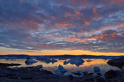 Greenland, East Greenland, view from Sarpaq over the icebergs of Sermilik fjord in the evening - p300m1587120 by Egmont Strigl