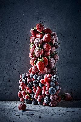 Frozen fruit - p851m1214817 by Lohfink