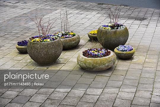 Concrete panels - p171m1143493 by Rolau
