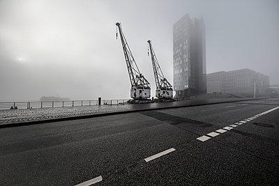 Holzhafen Hamburg - p710m2054448 von JH