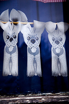 Lace curtains with dog motives - p580m1552864 by Eva Z. Genthe
