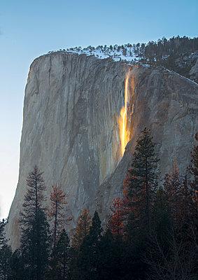 Firefalls, California, Yosemite, USA - p651m2271117 by Jeremy Flint photography