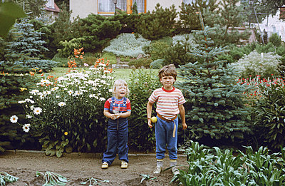 Germany, Children in the garden in the GDR - p986m2223978 by Friedrich Kayser