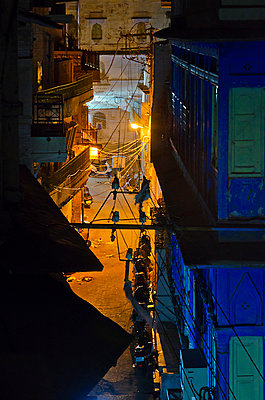 Empty City Alley At Night - p1072m941385 by chinch gryniewicz