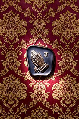 Betende Hände - p237m949293 von Thordis Rüggeberg