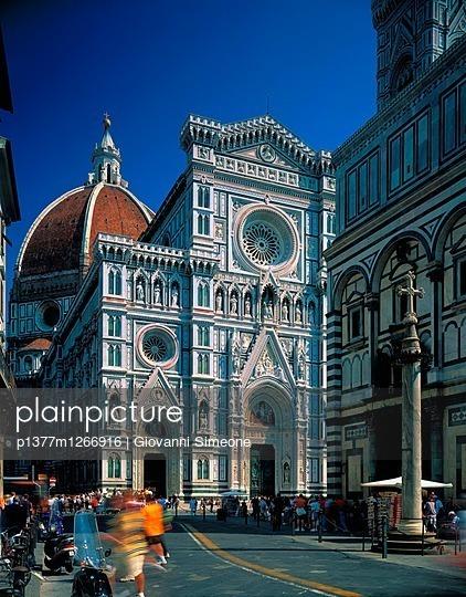 p1377m1266916 von Giovanni Simeone