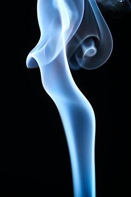 Rauchformen - p179m741599 von Roland Schneider