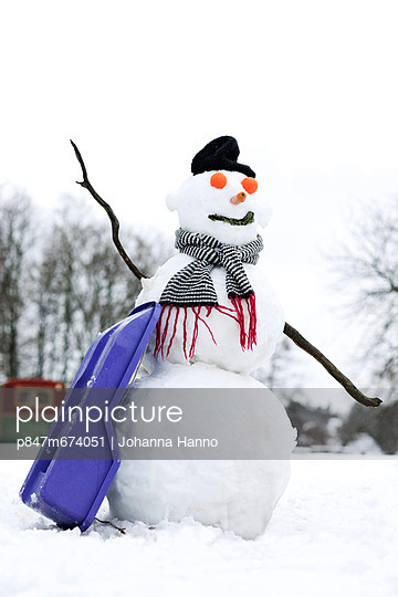 Snowman (Snögubbe) - p847m674051 by Johanna Hanno