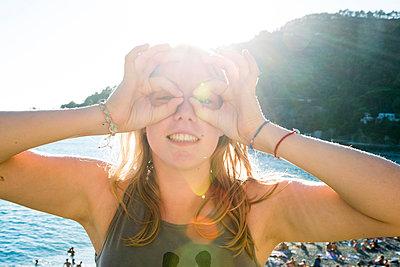 Mädchen am Strand - p161m940574 von Kerstin Schomburg
