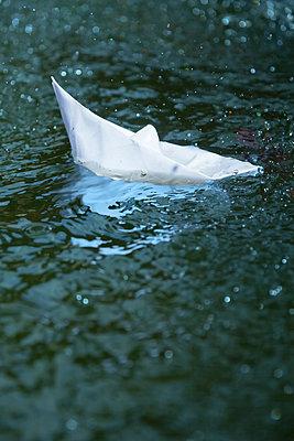 Paper boats - p739m1006880 by Baertels
