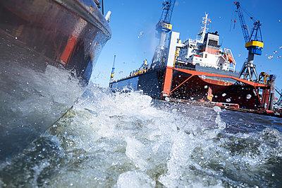 Hamburg dockyard - p851m1573517 by Lohfink