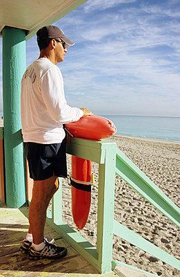 Lifeguard tower - p0451123 by Jasmin Sander