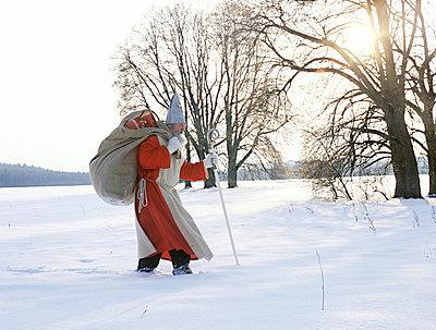 Saint Nicholas walking through winter landscape - p4737810f by STOCK4B-RF