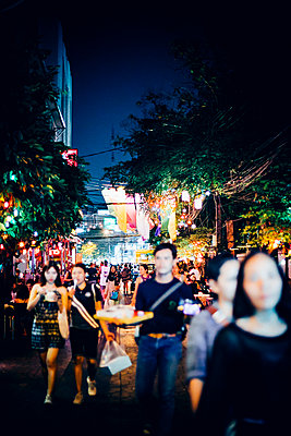 Nightlife in the city - p680m1511684 by Stella Mai