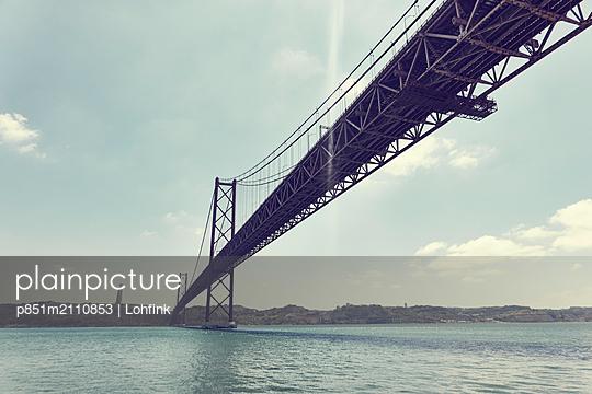 Golden Gate Bridge - p851m2110853 by Lohfink