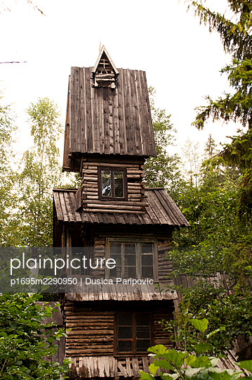 Tower-shaped wooden cabin - p1695m2290950 by Dusica Paripovic