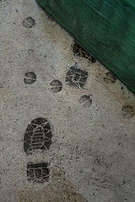 Footprints in concrete - p1028m1564886 by Jean Marmeisse