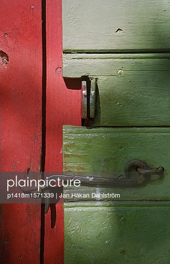 Verschlossene Tür - p1418m1571339 von Jan Håkan Dahlström