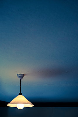Old light shade - p1228m1162627 by Benjamin Harte