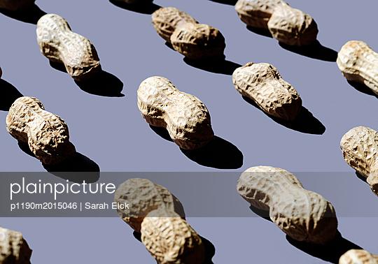Erdnüsse Stillleben - p1190m2015046 von Sarah Eick