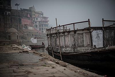 Varanasi - p1007m1060049 by Tilby Vattard