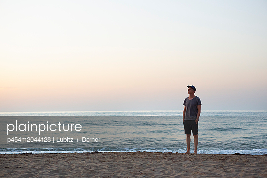 The twilight hour - p454m2044128 by Lubitz + Dorner