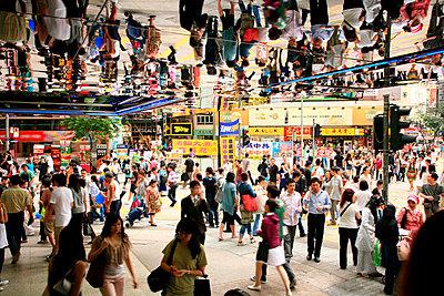 Menschenmasse in Hongkong - p1130338 von Lioba Schneider
