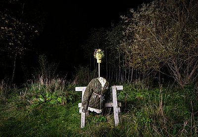 Scarecrow at twilight - p1132m2038595 by Mischa Keijser