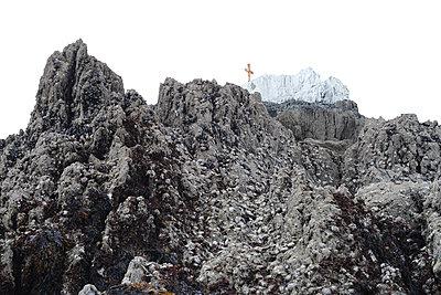 Mit Austern bewachsener Felsen - p1631m2217671 von Raphaël Lorand
