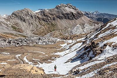 Hiker in mountain landscape - p327m1216691 by René Reichelt