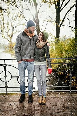 Heterosexual couple bridge hugging loving in love - p609m1219863 by OSKARQ