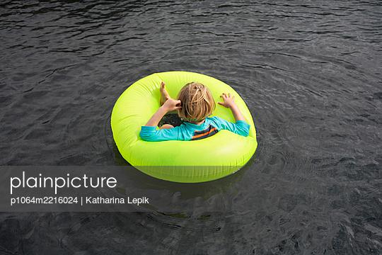 p1064m2216024 by Esmeralda