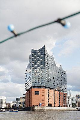 View of Elbe Philharmonic Hall, Hamburg - p1685m2272474 by Joy Kröger