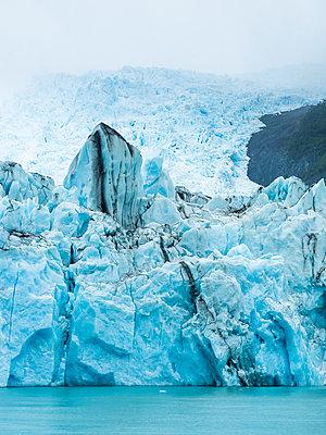 Argentina, Patagonia, El Calafate, Puerto Bandera, Lago Argenti, Parque Nacional Los Glaciares, Estancia Cristina, Spegazzini Glacier, iceberg - p300m1587853 by Martin Moxter