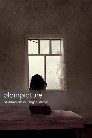 Distress - p470m2270122 by Ingrid Michel