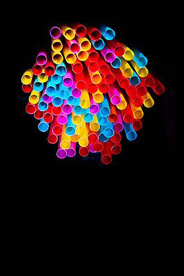 A bunch of colorful drinking straws - p1149m2093471 by Yvonne Röder