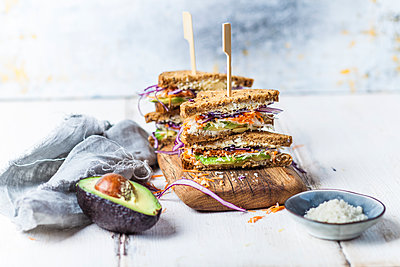 Veggie Sandwich, whole meal toast bread with grated carrot, red cabbage, white cabbage, avocado and cheese - p300m2084000 by Susan Brooks-Dammann