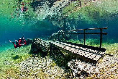 Austria, Styra, Tragoess, Green Lake, Diver and wooden boardwalk - p300m926689f by Herbert Meyrl