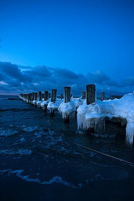 Strand im Winter - p427m939648 von Ralf Mohr