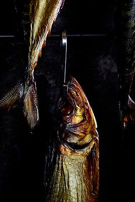 Räucherfisch - p851m1481656 von Lohfink