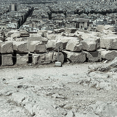 View over ancient ruins onto Athens, Greece - p1624m2195940 by Gabriela Torres Ruiz