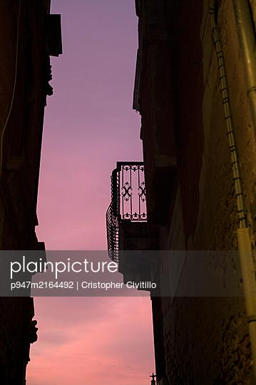 p947m2164492 by Cristopher Civitillo