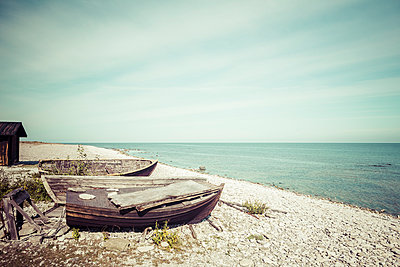 Old wooden boats - p745m891633 by Reto Puppetti