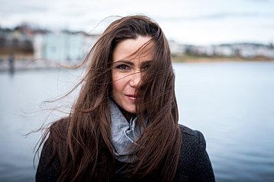 Woman at a lake - p890m1025402 by Mielek