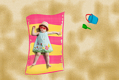 Girl at the beach - p1156m938597 by miep