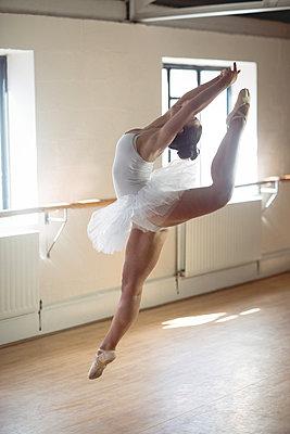 Ballerina practising ballet dance - p1315m1198799 by Wavebreak