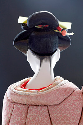 Geisha Doll - p265m800735 by Oote Boe