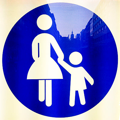 Germany, Baden-Wuerttemberg, Stuttgart, Koenigsstrasse, pedestrianized street, illuminated signs, Signet - p300m1008580f by Werner Dieterich