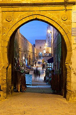 Rue de la Skala in the Medina at night - p871m861653 by Stuart Black