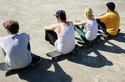 Skateboarding pause - p0451198 by Jasmin Sander